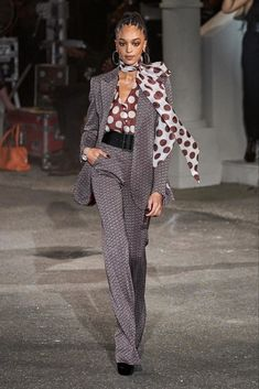 Tommy Hilfiger Fall 2019 Ready-to-Wear Collection - Vogue Work Fashion, Modest Fashion, High Fashion, Winter Fashion, Fashion Show, Fashion Design, Fashion Trends, Fashion Spring, Fashion Fashion