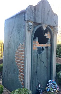 H.Forums - The Halloween Lady: Mausoleum.