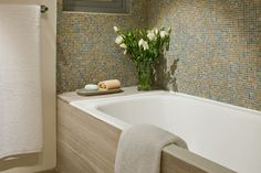 If you have a small bathroom in your home, don't be confuse to change to make it look larger. Not only small bathroom, but also the largest bathrooms have their problems and design flaws. Large Bathrooms, Small Bathroom, Master Bathroom, Bathroom Design Layout, Modern Bathroom Design, Renovating For Profit, Modern Bathroom Decor, Bathroom Pictures, Beautiful Bathrooms