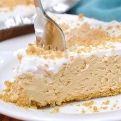 This easy peanut butter pie recipe is so good that it blows those fancy restaurant peanut butter pies out of the water. Grab a bite of our Reese's peanut butter pie and take a bite! Easy Cake Recipes, Easy Desserts, Sweet Recipes, Delicious Desserts, Yummy Food, Lemon Desserts, Vanilla Pudding Desserts, Cool Whip Desserts, Icebox Desserts