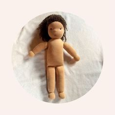 Instructions for sewing a small doll yourself - in easy-to-understand steps it is shown how a doll is sewn like the Waldorf doll . Baby Sewing Projects, Sewing Projects For Beginners, Diy Gifts To Sell, Sewing To Sell, Sewing Dolls, Waldorf Dolls, Soft Dolls, Couture, Baby Quilts