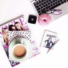 Tea time. ❤️ #flatlay #mode #tea #donut www.meetmeinparee.com
