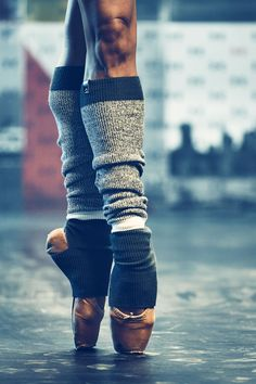 Under Armour Essential Leg Warmers. Soft acrylic knit material keeps you warm & cozy Cuffed tops & bottoms stay snug in place. Make your pointe.