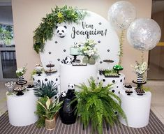 La imagen puede contener: planta e interior Jungle Theme Birthday, Wild One Birthday Party, Baby Party, Panda Birthday, 1st Boy Birthday, Fun Party Themes, Birthday Party Decorations, Baby Shower Themes, Baby Boy Shower