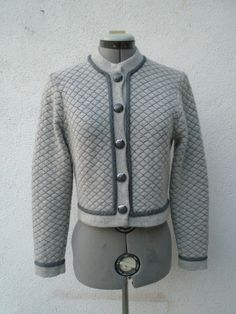 ST. JOHN by MARIE GRAY Quilted Novelty Knit Dove Dark Gray Crop Sweater Jacket 2 #StJohn #BasicJacket