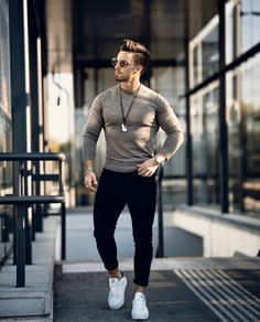 Casual Winter Outfits, Men Casual, Mens Hairstyles Round Face, Men Street Look, Fashion Models, Mens Fashion, Fashion Styles, Style Fashion, Ankara Clothing