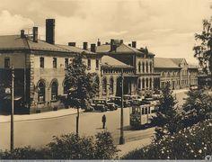 Budynek dworca w Jeleniej Górze. W 1898 roku do stacji docierały tramwaje gazowe (!), dwa lata później zastąpiono je elektrycznymi