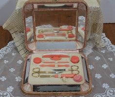 Vintage Manicure Vanity Set Beautiful Patina on Etsy, Hair Dressing, Dressing Table, Victorian Hairstyles, Vintage Hairstyles, Vintage Stuff, Vintage Items, Antique Vanity, Antique Tools, Manicure Set