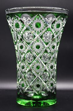 Vase Überfang Grün im Kreuzschliff - Glas Schwarz Glass Vase, Decor, Drinking Glass, Stained Glass, Bubbles, Crosses, Crystals, Gifts, Decoration