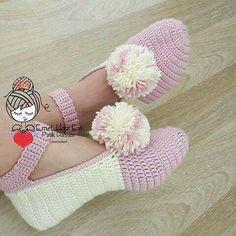 Crochet Baby Girl Sandals Mary Janes 59 Ideas For 2019 Crochet Slipper Pattern, Crochet Slippers, Diy Crafts Crochet, Crochet Projects, Loom Knitting, Knitting Socks, Crochet Girls, Knit Crochet, Crochet Designs