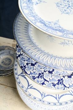 Vintage Decorative plates to make cupcake stand <3