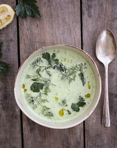 chilled cucumber soup with farm fresh herbs - Dishing Up the Dirt - nice summer soup, try using coconut yogurt or vegan sour cream Vegetarian Recipes, Cooking Recipes, Healthy Recipes, Ham Recipes, Cooking Tips, Chilled Soup, Roh Vegan, Think Food, Herbs