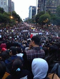 Multitudes de personas. Mega manifestacion por Mexico.