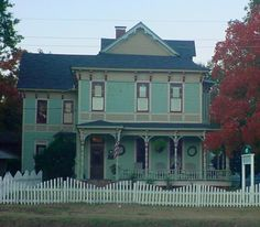 Last time I was in Jefferson, we stayed at the Pride House Bed and Breakfast.