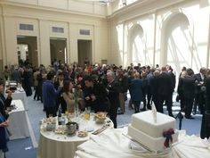 Atendiendo 200 diplomáticos en la embajada de Corea del Sur