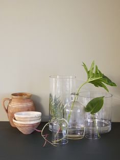 Våre beste gråbeige farger! - Lady Inspirasjonsblogg Jotun Lady, Wonderwall, Shades Of Grey, Paint Colors, Glass Vase, Colours, House Styles, Wallpaper, Interior