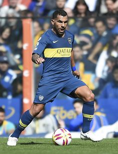 Carlos Tevez of Boca Juniors drives the ball during a match between Boca Juniors and Talleres as part of Superliga Argentina at Estadio Alberto J. Armando on August 2018 in La Boca, Argentina. Cool Pictures, Chelsea, Kicks, August 12, Salsa, Argentina, Athlete, Sports, Chelsea F.c.