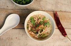 Die Thailändische Reissuppe ist das, was für viele das Gonfibrot oder das Müesli, nämlich das klassische Frühstück in Thailand. Für mich das Feriengefühl schlechthin, Reissuppe mit Ei zum Frühstück, die Füsse im Sand, der Blick auf's Meer.