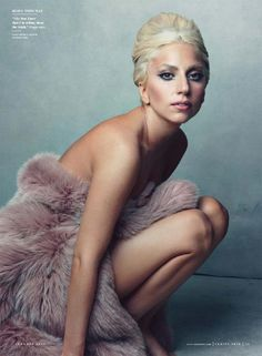 Lady Gaga by Annie Leibovitz - Annie seems to take such lovely, natural photos of people. Underneath all the crazy hair and makeup, Lady Gaga is still a very pretty woman. Lady Gaga Fashion, Look Fashion, High Fashion, Fur Fashion, Fashion Shoot, Fashion News, Fashion Beauty, Cindy Crawford, Vanity Fair