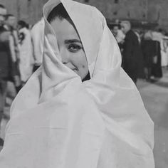 Find images and videos about hijab, Algeria and رمزيات بنات on We Heart It - the app to get lost in what you love. Iranian Women Fashion, Arab Fashion, Muslim Fashion, Girly Images, Girly Pictures, Girly Pics, Girl Photo Poses, Girl Photography Poses, Girl Photos
