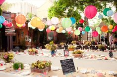 awesome décor for an outside wedding - it looks fun and festive!!
