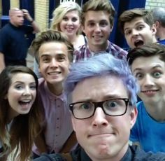 Zoe and joe sugg, louise, marcus butler, jim chapman, troye sivan and tyler! this picture makes me so happy