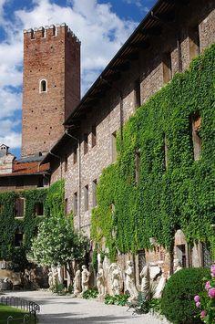 Vicenza.Garden of the Teatro Olimpico