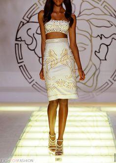 vestido blanco con dorado