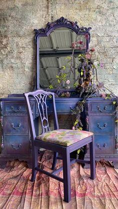 Distressed Furniture Painting, Funky Painted Furniture, Painted Chairs, Refurbished Furniture, Paint Furniture, Upcycled Furniture, Vintage Furniture, Cool Furniture, Diy Furniture Renovation