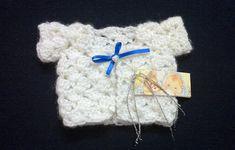 SOUVENIRS crochet bebe en tejido o ganchillo tutorial paso a paso. (Moda a Crochet) Baby Shower Souvenirs, Christmas Stockings, Christmas Ornaments, Crochet Videos, Miniture Things, Baby Sweaters, Crochet Clothes, Crochet Baby, Miniatures