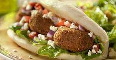 Falafel sandwich from Israel. Comida Israeli, Israeli Food, Lebanese Recipes, Jewish Recipes, Hamburgers, Health Food Shops, Mezze, Hanukkah Food, Tapas