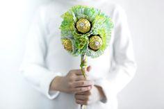 DIY per la Primavera con Ferrero Rocher (per altre idee DIY visita la bacheca Event   #ospitareinbellezza) - #diy - #events - #tutorial - #favor - #decorations - #gift - #placeholders - #centerpiece - #FerreroRocherIt