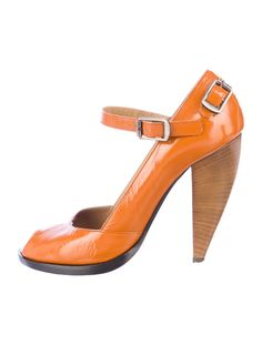 f617b45e4e7d1 Orange Chloé patent leather pumps with peep toe and buckle closure at ankle  strap. Includes