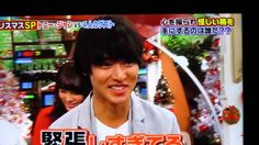 "[Clip, long ver] https://www.youtube.com/watch?v=OvnFr324uQE    Lame n cutie Kento's so nurvous, and he messes up opening the box T_T Kento Yamazaki, TV show ""Sekai marumie TV tokusoubu"", Dec/14/15"