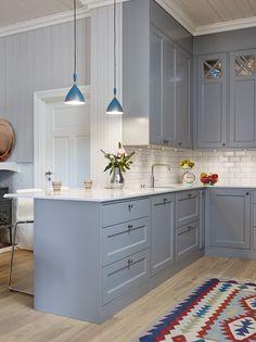 The Bad Secret Of Small Kitchen Design With Blue Wooden Cabinet 7 - homemisuwur Kitchen Interior, Grey Kitchens, Kitchen Design Small, Kitchen Flooring, Small Kitchen, Kitchen Decor, Home Kitchens, Kitchen Renovation, Kitchen Design