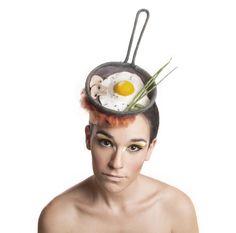 sunny side up egg on a pan cocktail hat, fascinator https://www.etsy.com/il-en/shop/MaorZabarHats?ref=si_shop
