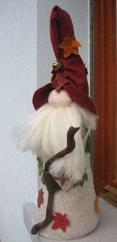 I love his hat Christmas Gnome, Christmas Projects, Handmade Christmas, Christmas Ornaments, Scandinavian Gnomes, Scandinavian Christmas, Hobbies And Crafts, Diy And Crafts, Xmas Decorations