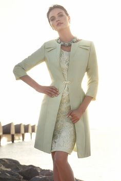 Traje de madrina con abrigo color verde agua 91383 by Carla Ruiz | Boutique Clara