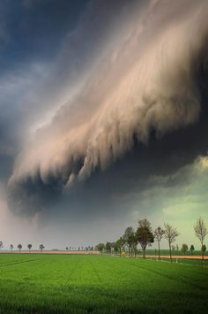 Dramatic skies as a shelf cloud rolled in over Wolfenbüttel, 🇩🇪 Photo by Explore. Video Photography, Photography Tutorials, Digital Photography, Amazing Photography, Nature Photography, Photography Training, Canon Photography, Photoshop, Impressive Image