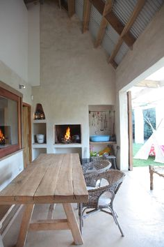 I like this built in braai area! VISI / Articles / Pringle Bay Holiday Haven Home, Patio Inspiration, House Flooring, Outside Room, Kitchen Fireplace, Barn Style House, Enclosed Patio, Rustic Dining Table, Built In Braai