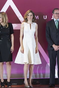 27 July 2016 - Queen Letizia attends award ceremony in Madrid - dress by Carolina Herrera, shoes by Magrit, clutch by Malababa