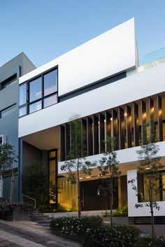 Image 21 of 37 from gallery of House on Top / ISV Architects. Photograph by George Messaritakis