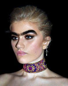 Sophia, la modelo con las cejas más bastas del mundo - https://www.blogdehumor.com/sophia-la-modelo-con-las-cejas-mas-bastas-del-mundo/