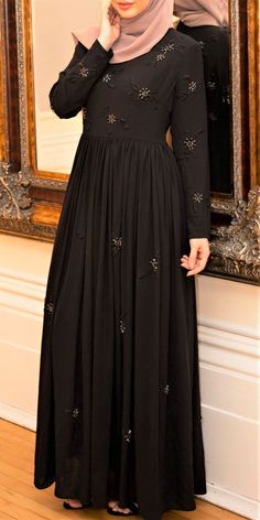 Browse our elegant and modest Islamic maxi dresses with full lining and provides full coverage. Available in classy colours and designs. Abaya Fashion, Modest Fashion, Fashion Dresses, Habits Musulmans, Gaun Dress, Occasion Wear Dresses, Ladies Day Dresses, Muslim Women Fashion, Dress Neck Designs