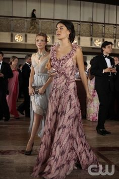"""""""Juliet Doesn't Live Here Anymore"""" Gossip Girl Pictured Katie Cassidy as Juliet and Jessica Szohr as Vanessa Abrams PHOTO CREDIT:  GIOVANNI RUFINO/ THE CW ©2010 The CW Network, LLC. All Rights Reserved"""