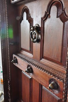Ideas wood carving furniture woodworking plans for 2019 Front Door Design Wood, Wooden Door Design, Main Door Design, Painted Front Doors, Wooden Doors, Chettinad House, Traditional Front Doors, Woodworking Furniture Plans, Antique Doors