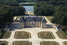 Château de La Motte-Tilly, vue aérienne prise du sud - South/Courtyard Aerial View