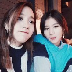 Mina e Sana Nayeon, Pop Group, Girl Group, Cool Girl, Boy Or Girl, Sana Momo, Twice Once, Myoui Mina, Twice Kpop
