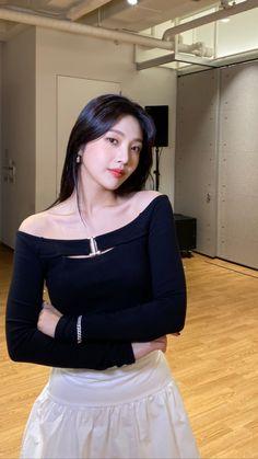 Seulgi, South Korean Girls, Korean Girl Groups, Park Joy, Joy Instagram, Instagram Story, Red Velvet Joy, Velvet Style, Park Sooyoung