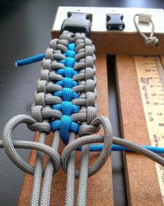 Firearms and the Protection of Family – Bulletproof Survival Paracord Bracelet Instructions, Paracord Bracelet Designs, Paracord Belt, Paracord Tutorial, Paracord Projects, Bracelet Crafts, Paracord Bracelets, Paracord Weaves, Paracord Braids